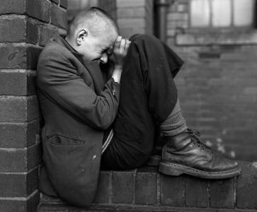 _1__Press_Image_I_DBPP_2013_I_Chris_Killip_I_Youth_on_Wall__Jarrow__Tyneside__1976_516fe7c7c8a17