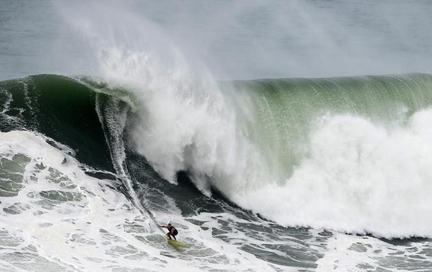 TOPSHOTS-SURF-POR-US-MCNAMARA