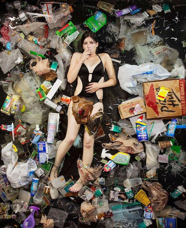 7-days-of-garbage-environmental-photography-gregg-segal-11