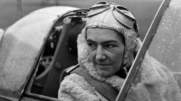 lee-miller-a-womans-war-at-imperial-war-museum_anna-leska-polish-pilot-1942-by-lee-miller_6e2a9ee931d74b69b1eb21b137804e0a