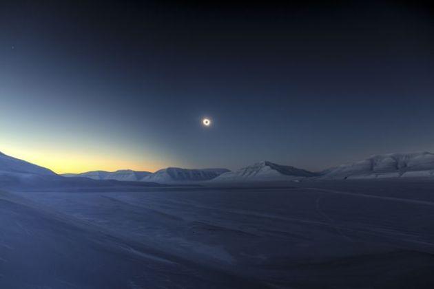 _85557439_eclipsetotalityoversassendalenlucjamet