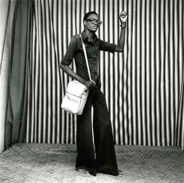 Jeune homme avec pattes d'éléphant, sacoche et montre, 1977. Photograph: © Malick Sidibé Courtesy Galerie MAGNIN-A, Paris.