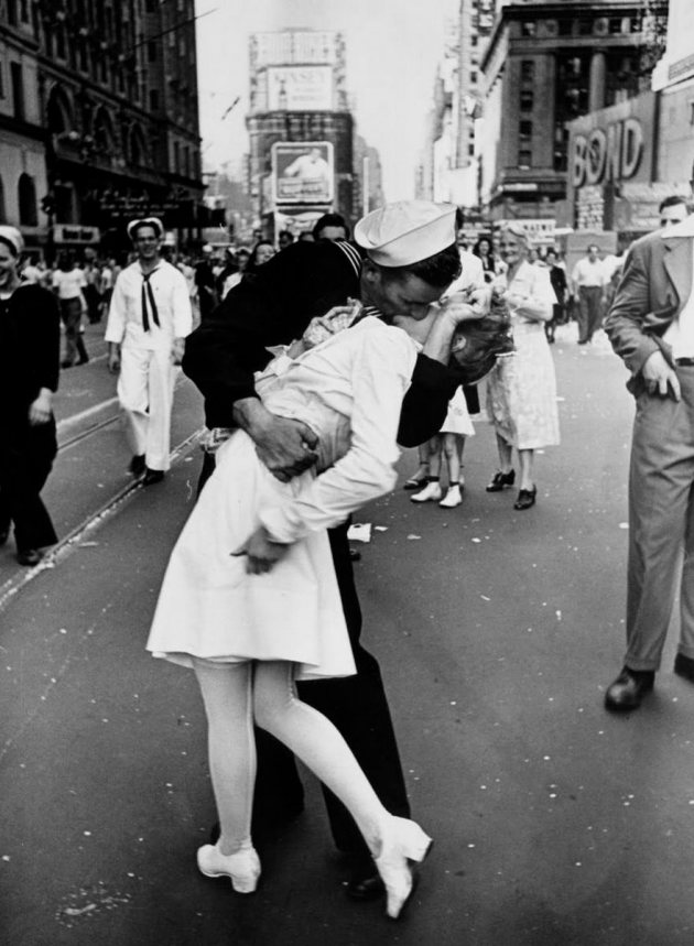 V-J Day In Times Square, Alfred Eisenstaedt, 1945